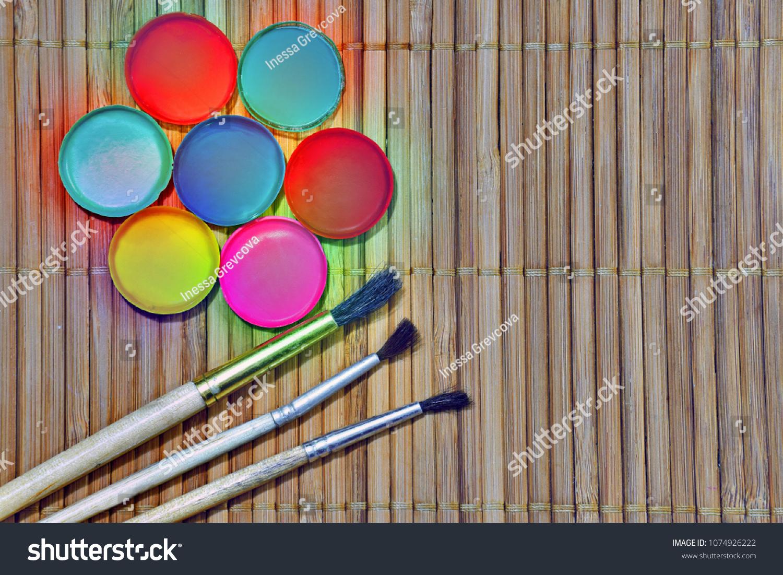 décorer avec la peinture fluo